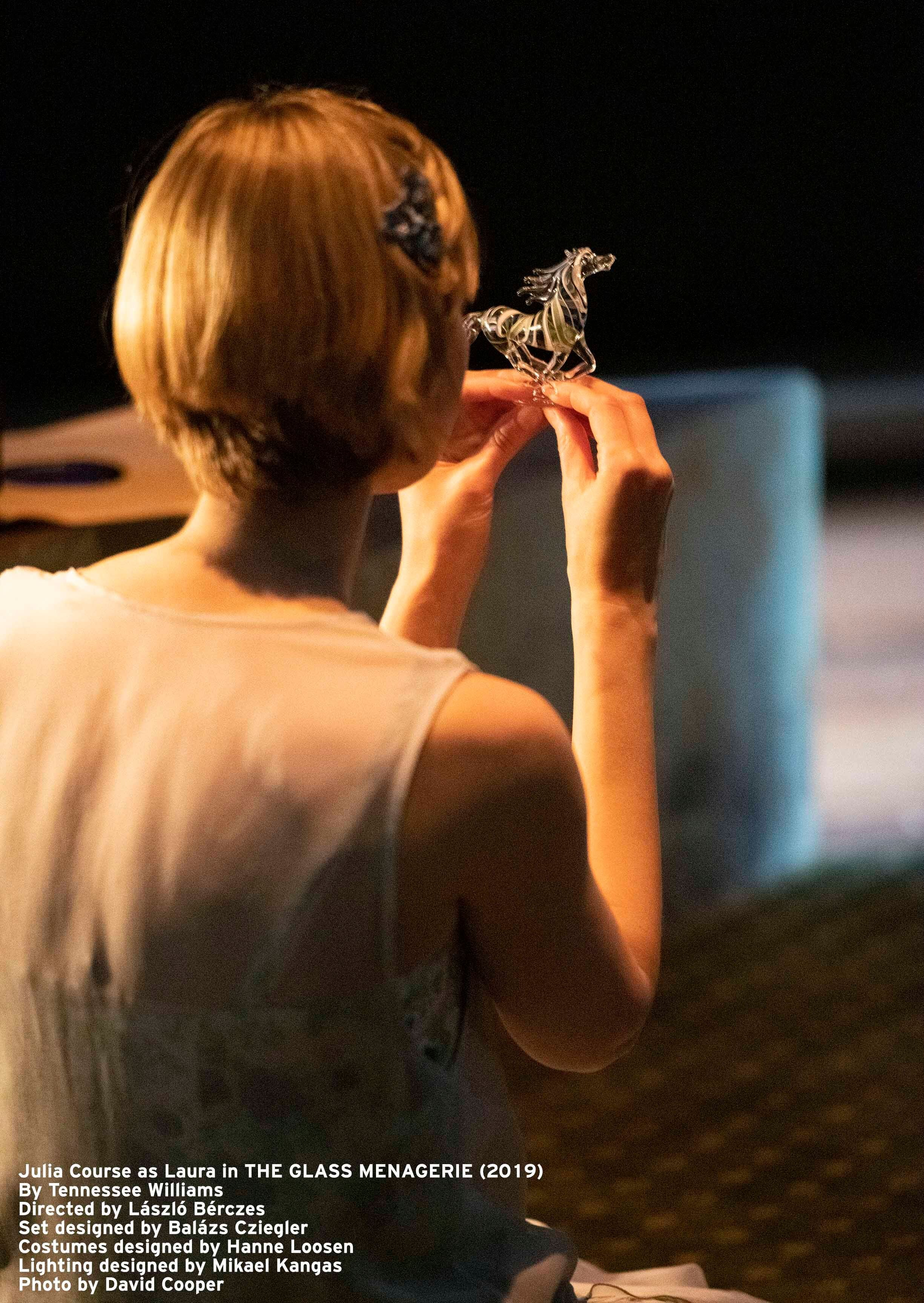 Julia Course As Laura In The Glass Menagerie 2019